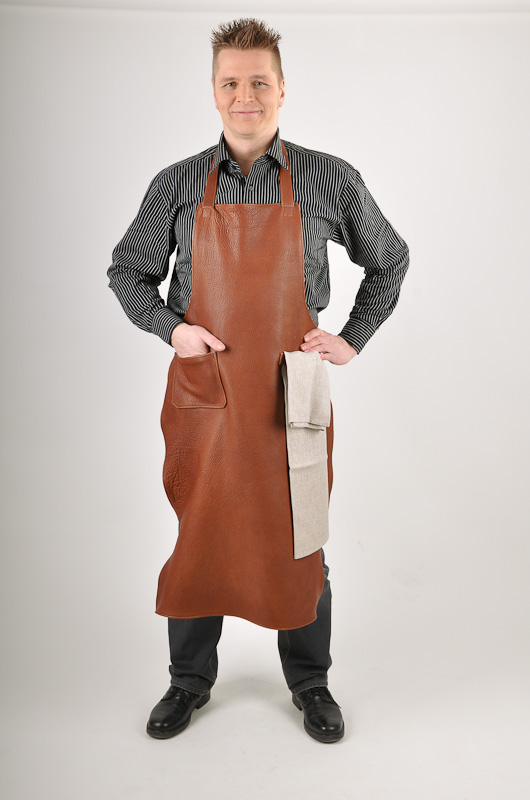 Leather apron in color chestnut