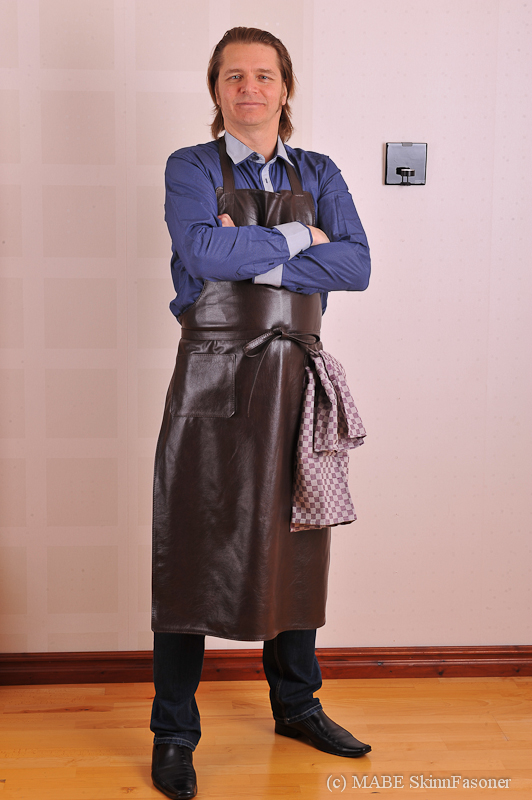 Leather Apron in color Café Noir