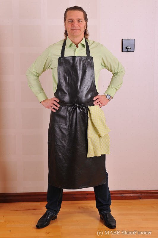 Leather Apron in black