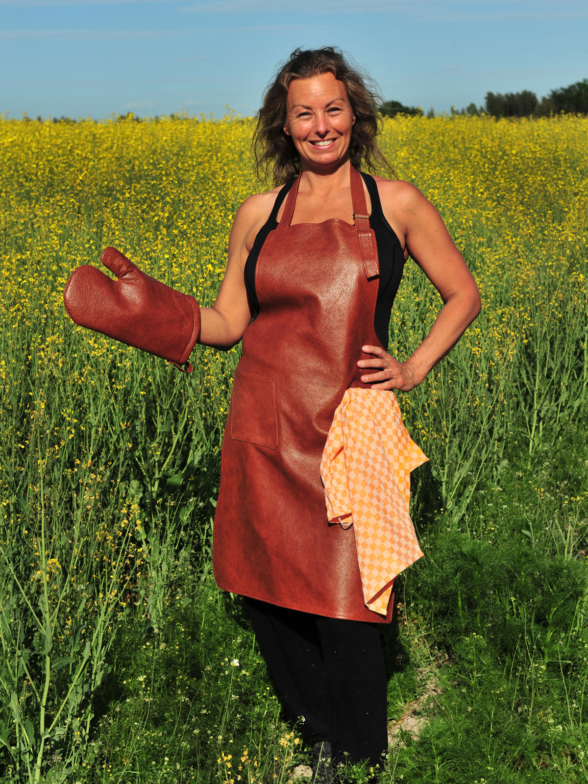 Apron and bbq mitten in leather